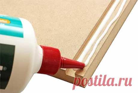 Столярный клей – разновидности и характеристики, советы от мастеров Для склейки деталей из дерева, бумаги, картона, оргалита применяется столярный клей. Он содержит натуральные компоненты и стоит недорого. Также можно выбирать средства из синтетических современных вариантов. Каждое средство имеет свои особенности, характеристики и способ применения. Свойства клея