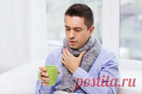Сильно болит горло: почему, что делать и как вылечить Воспаление и отёк слизистой оболочки глотки, гортани или трахеи — главные провокаторы боли в горле. Слизистая и миндалины увеличиваются в размерах — и вам становится трудно глотать. А раздражение нервных рецепторов даёт ощущение першения и другого дискомфорта. Схватились за горло? Не торопитесь бежать за лекарствами.