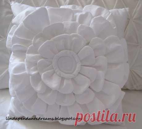 Подушка с шикарным цветком из ткани. Подробный мастер-класс от Линды, Монреаль, Канада