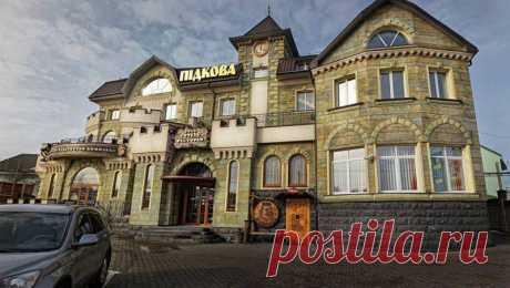 Horseshoe Hotel  Where: Exactly, Rivne str. Ivana Pidkovi, 17A. Готель «Підкова»  Де знаходиться: Рівне, вул. Івана Підкови, 17А.