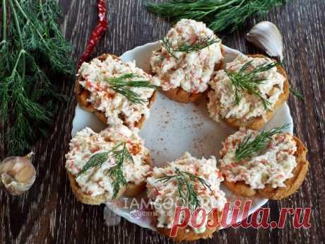 Бутерброды с крабовыми палочками, плавленым сыром и чесноком — рецепт с фото