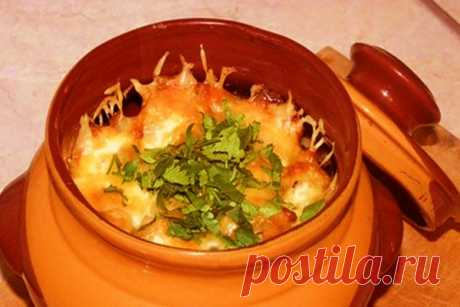 Курица в горшочке с сыром по-деревенски — Sloosh – кулинарные рецепты