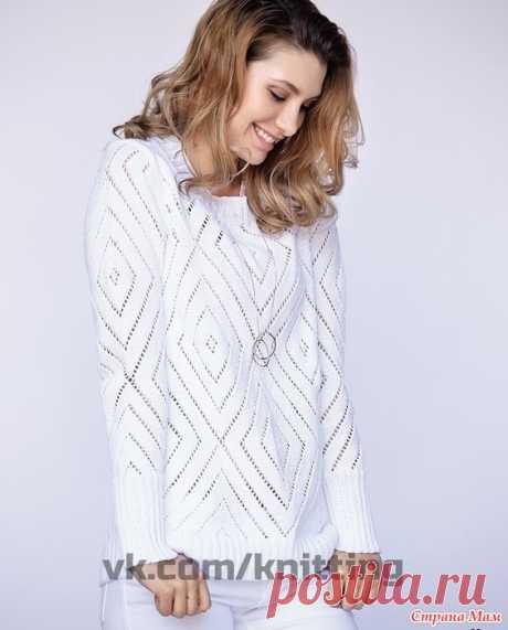 Романтичный белый пуловер с ажурными ромбами