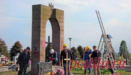 В Польше националисты разобрали памятник УПА - Korrespondent.net