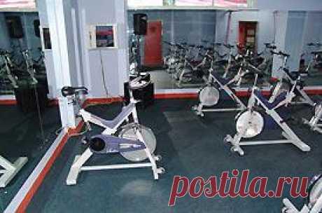 Сайклинг аэробика упражнения. Комплекс упражнений для фитнеса.