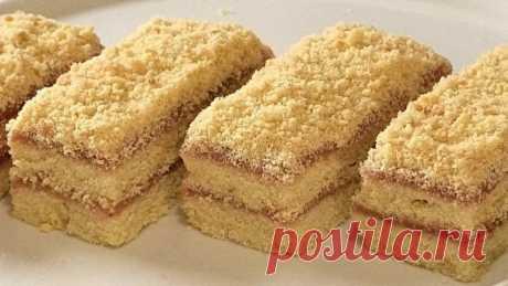 Любимое с детства пирожное «школьное». Песочная полоска с повидлом Мягкое и пышное пирожное с любимым подлом или джемом, вареньем, готовится просто, получается довольно много.