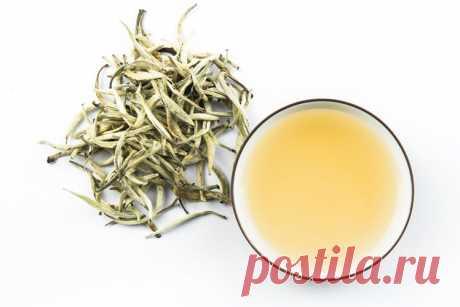 Белый чай – напиток молодости и здоровья Белый чай обладает массой целебных свойств, он стоит на первом месте по содержанию полезных веществ, так как не подвергается термической обработке. Он имеет очень тонкий аромат, богат антиоксидантами и в нём меньше кофеина, чем в других сортах чая …