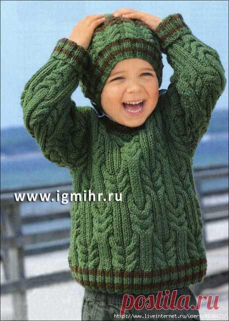 Зеленый пуловер и шапочка с косами для мальчика 2-8 лет. Спицы.