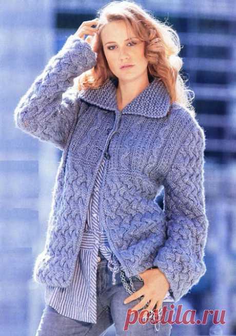 4 женских жакета плетеным узором спицами – схемы вязания с описанием