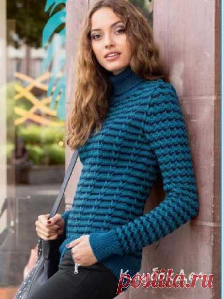 Пуловер с трехцветным узором из снятых петель. Выкройка и схемы вязания на спицах