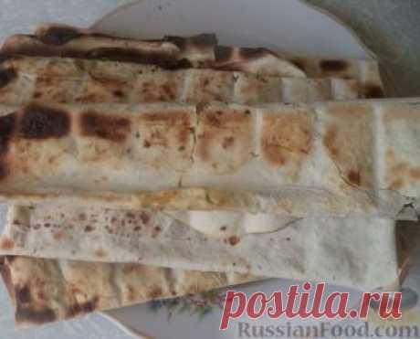 Рецепт: Лаваш с сыром и зеленью, запеченный на мангале на RussianFood.com