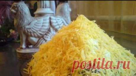 Салат Египетская пирамида с печенью трески ИНГРЕДИЕНТЫ печень трески 1 банка (230 г) картофель 2 шт соленный огурец 3 шт яблоки кислых сортов 2 шт яйцо 2 шт твёрдый сыр 100 г ПРИГОТОВЛЕНИЕ Салат выкладываем слоями: 1-й слой печень трески, майонезом не поливаю печень и так сочная 2-й слой картофель, трём на крупной тёрке,немного присыпаю чёрным молотым перцем для пикантности и […]