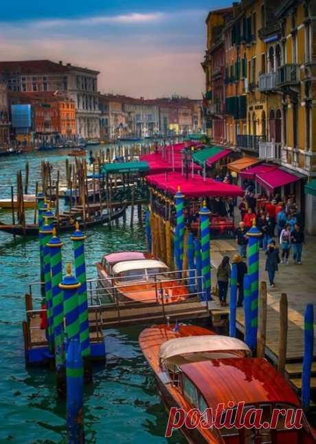 Los lugares hermosos de Venecia - el Grande el canal. Italia