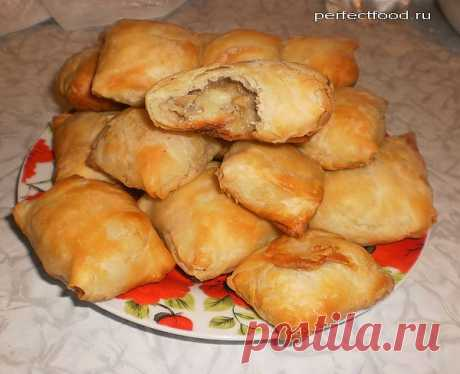 Пирожки из слоёного теста с грибами и картошкой — фото-рецепт.