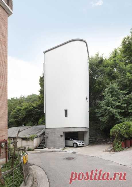 меньшие архитекторы строят вертикальный крошечный дом в центре Сеула
