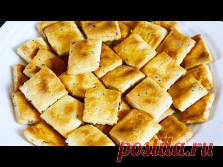 Крекер с семенами кунжута и льна Вкусный и полезный домашний крекер с семенами льна и кунжута приготовить совсем не сложно, а когда начинаешь пробовать, остановиться практически невозможно! Подойдет вместо печенья к чаю или вместо хлеба к супу.  Ингредиенты  Мука - 150г Сахар - 1/2 чайной ложки Разрыхлитель - 1/2 чайной ложки Соль - 1 чайная ложка (без горки) Семена льна - 1 ст. ложка Семена кунжута - 1 ст. ложка Масло подсолнечное (оливковое) - 3 ст. ложки Молоко - около 100 мл