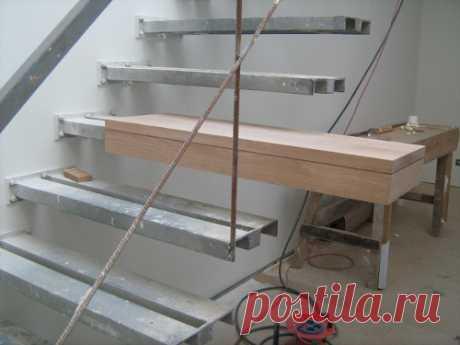 Escada Metálica | Casas António Carneiro