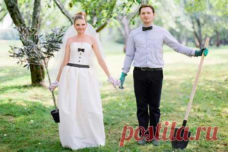 Сегодня мы поделимся с Вами нежной семейной историей Даши и Сергея. Самое необычное в их свадьбе — это то, что празднование стало сюрпризом для невесты. На протяжении подготовки Даша занималась выбором платья, созданием собственного образа, а Сергей взял на себя организацию их свадьбы. Согласитесь, это волшебный подарок и сюрприз для невесты. Поэтому историю подготовки Вам поведает жених, всегда интересно посмотреть на свадьбу глазами мужчины. Желаем приятного просмотра!