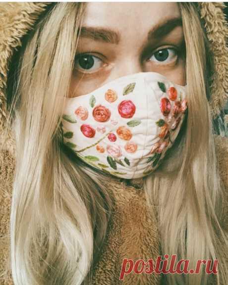 Вышитая немедицинская маска