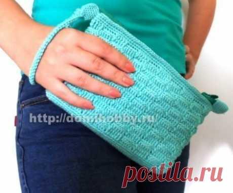 Knitting by a handbag hook clutch