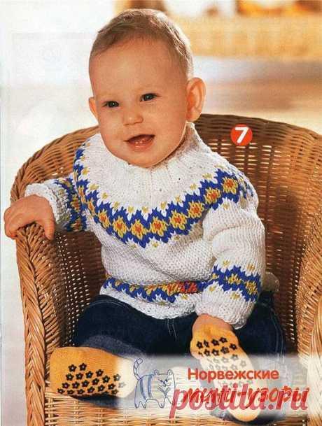 Кофточка для новорожденного с круглой кокеткой из хлопка