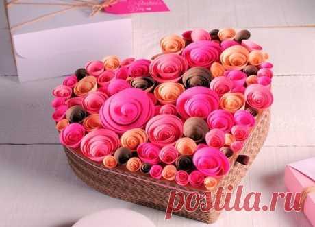Коробочка-сердце с розами из бумаги