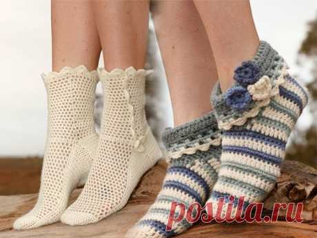 Носки крючком для начинающих с пошаговым описанием Носки, вязаные крючком, смотрятся очень оригинально и идеально подходят для уютного домашнего образа.