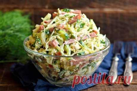 Салат «Муравейник» из капусты Салат «Муравейник» – популярный летний салат быстрого приготовления. В нем удачно сочетаются овощи и мясные ингредиенты, которые создают потрясающий вкус блюда. Для заправки используем три … Читай дальше на сайте. Жми подробнее ➡