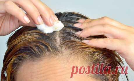 Подруга втирает «Парацетамол» в волосы. Это может показаться немного странным, но результат впечатляет!