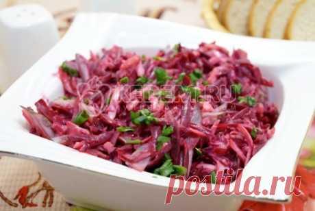 """La ensalada con la remolacha de \""""la Ágata\"""" la Ensalada con la remolacha de \""""la Ágata\"""", esta ensalada brillante con la remolacha, los pepinillos en vinagre y el queso, que se puede preparar en los minutos contados."""