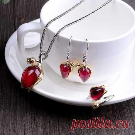 Tulip Ruby Jewelry 3 Piece Set/Tulip red steel jade earrings / | Etsy