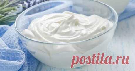 Сегодня хочу поделиться с Вами рецептом Сметанника на сковороде. Отличный способ использовать сметану, которая стоит в холодильнике. Часто готовлю такой тортик особенно летом, когда не охота включать в духовку. Рецепт: Для коржей: Сметана 15%-200 гр. Соль -1/4 ч.л. Сода -1 ч.л.