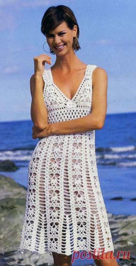 Белое кружевное вязаное платье  Размер: 38-42  Вам потребуется: 500 г белой пряжи Clip (100% хлопка, 166 м/100 г); крючок № 3,5-4; 2 пуговицы. Показать полностью…