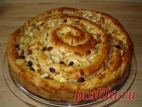Красивейший яблочный пирог «Улитка» с орехами и изюмом — vkusno.co