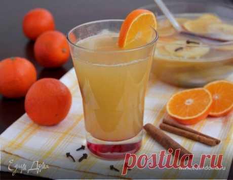 Горячий цитрусовый пунш. Ингредиенты: яблочный сок, лимонный сок, апельсиновый сок Пунш — может быть алкогольным и безалкогольным, в своем составе содержит много фруктов и разнообразных соков. Подается горячим в больших широких чашах, с плавающими в них кусочками фруктов, с добавлением пряностей и специй. У нас будет безалкогольная версия.