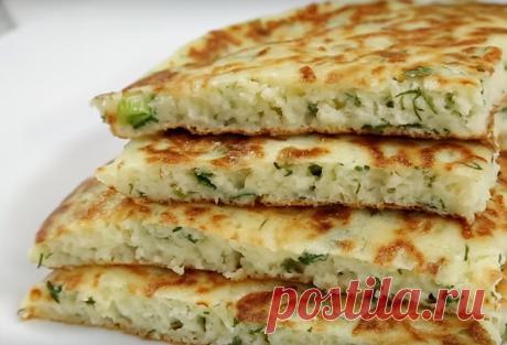 Ленивые хачапури с сыром на кефире — отличный рецепт к завтраку. Готовится такое блюдо буквально за 10 минут. Получается вкусным и сытным. Понравится всем, кто любит простые и быстрые завтраки. Необходимые продукты 20 грамм зелени и зеленого лука 1 куриное яйцо 300 миллилитров кефира 100 грамм твердого сыра 100 грамм пшеничной муки соль, перецпо вкусу …