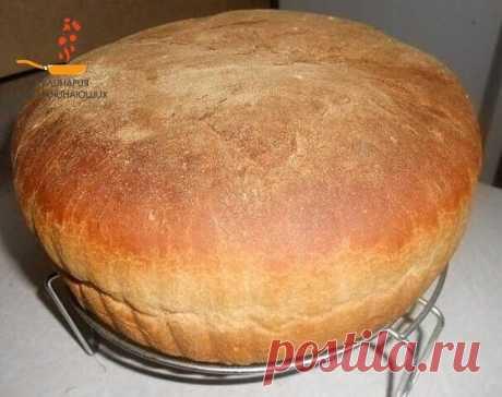Рецепт проверен годами — лучший домашний хлеб, который я пробовала!  Ингредиенты: - 650 мл теплой воды - 2,5 ч. л. сухих дрожжей - 1 ч. л. сахара - 2 ч. л. соли - 1 кг муки  Как готовить: В большой миске смешиваем все ингредиенты по порядку. Замешиваем мягкое тесто. Муки может понадобится больше или меньше 1 кг. Затем накрываем крышкой и ставим в теплое место, подходить, на пару часов. Готовое тесто разделить на две равные части и положить по формам. Дай немного подойти. В...