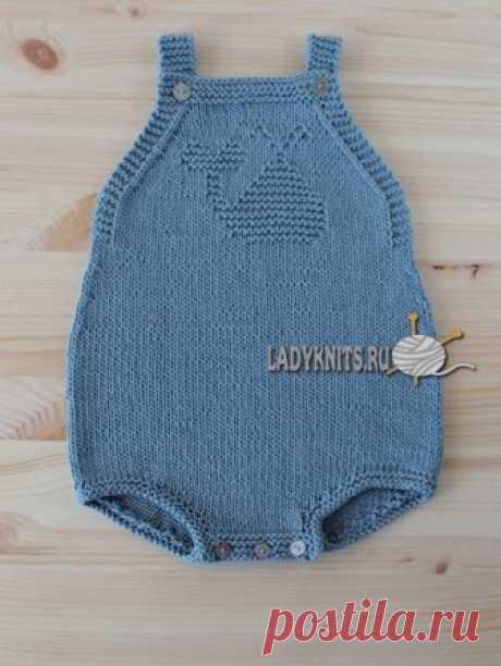Вязаный комбинезон спицами для малыша