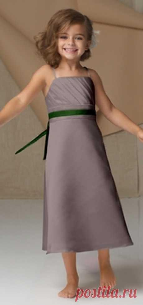 El vestido hermoso para la chiquitina