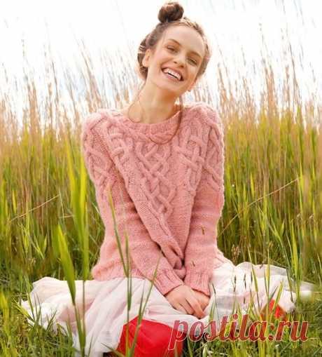 Пуловер фантазийным узором с круглой кокеткой - Вязаные модели спицами для женщин