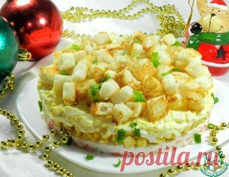 Крабовый салат с чесночными сухариками – кулинарный рецепт