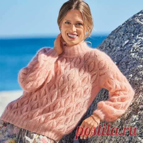 Пушистый абрикосовый свитер с ажурными ромбами и воротником гольф!