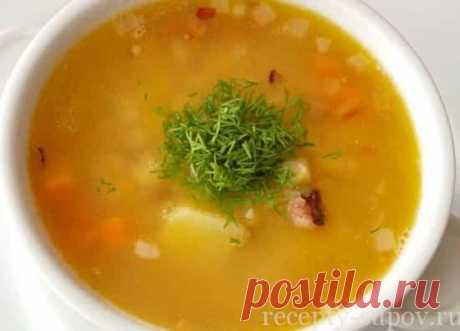 La sopa de guisante con la gallina la receta clásica de la foto