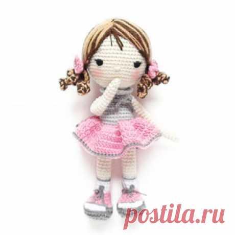 Кукла Сьюзи амигуруми. Схемы и описания для вязания игрушек крючком! Бесплатный мастер-класс по вязанию куклы по имени Сьюзи от nina.hookcreations. Рост вязаной крючком куколки примерно 20 см (крючок №3). Из описания сх…