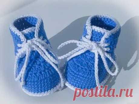 Пинетки-ботиночки для новорожденного  Для работы понадобятся: - крючок №2,5, - пряжа полушерсть, либо хлопок двух цветов, Показать полностью…