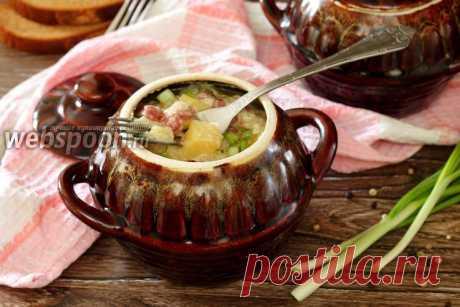 Охотничьи колбаски с картофелем в горшочках  Kолбаски с картофелем в горшочках  Любое блюдо, приготовленное в горшочках в духовке, получается невероятно вкусным и ароматным. Особенно, если приготовлено оно с любовью и желанием порадовать своих близких. Предлагаю вашему вниманию очень простой, быстрый и экономный рецепт запекания картофеля в горшочках. Добавление сырокопчёных колбасок делает это блюдо вкусным и ароматным.