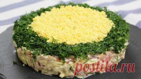 Салат «Минутка» - намного интереснее оливье и шубы. Ну очень вкусно Очень простой и сытный салат, который можно готовить хоть каждый день. Да и на праздник вы можете украсить его по своему вкусу и предложить гостям. Для приготовления вам потребуются такие ингредиенты: — грудка куриная копченая, 200 г; — сыр твердый, 100 г; — яйца, 2 шт; — помидор, 1 шт; — майонез,150 г; — укроп […]
