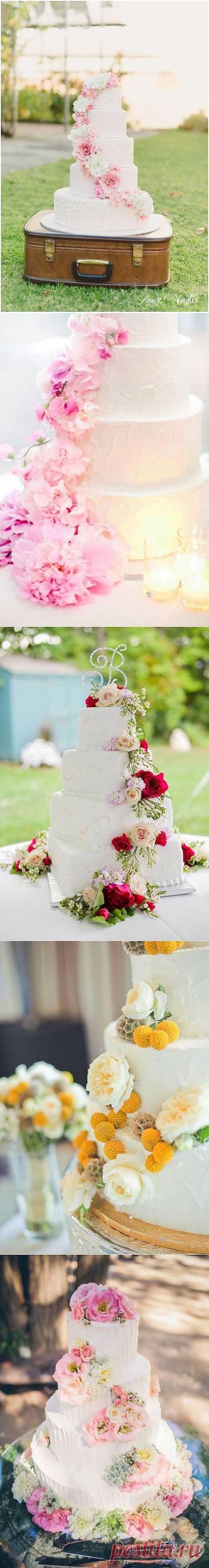 В тренде: украшение свадебного торта цветами - WeddyWood