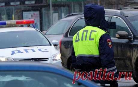 Нужно ли включать аварийку, если инспектор ДПС остановил в запрещенном для остановки месте?   Автомеханик   Яндекс Дзен