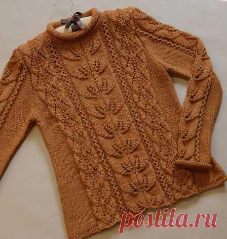 Пуловер с ажурным узором и узором листики спицами